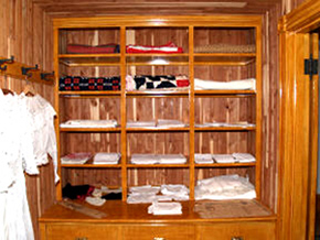 Charmant Cedar Closet